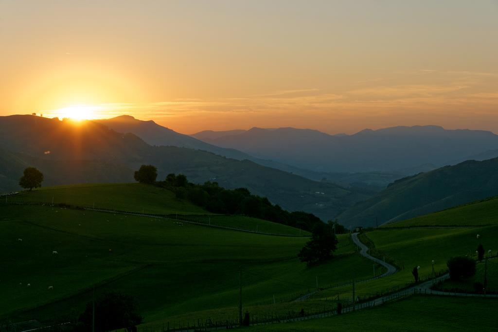 Le coucher du soleil depuis le gîte Kaskoleta