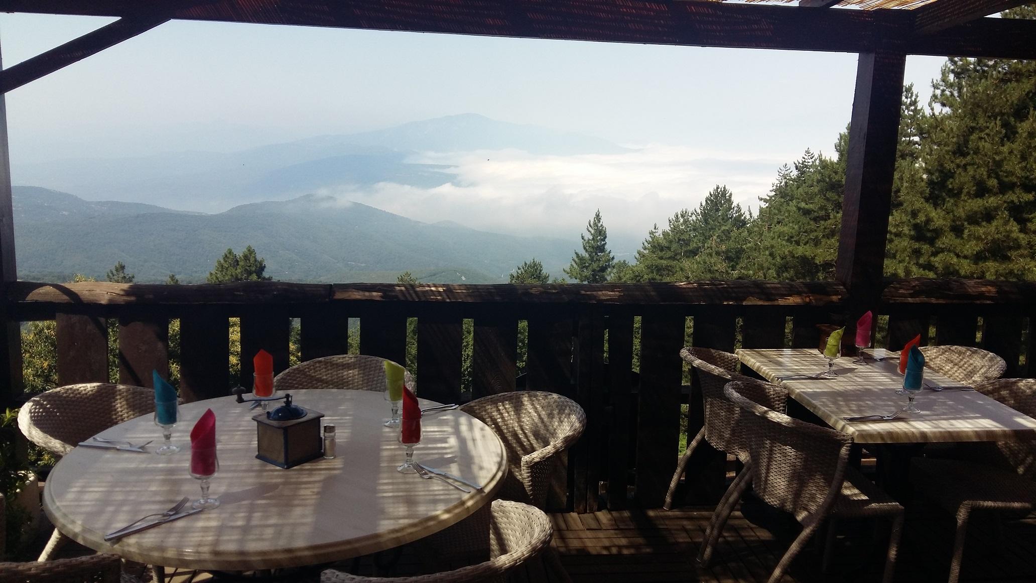 La terrasse du chalet du col de l'Ouillat