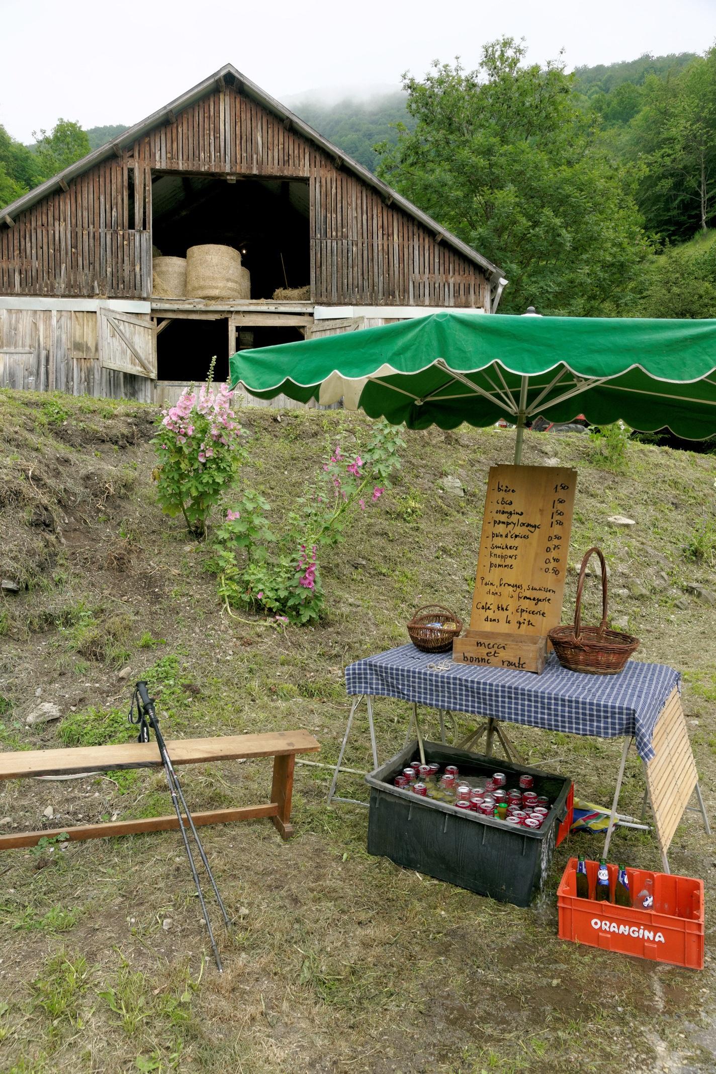 Le bar en libre-service de la ferme de Rouzé