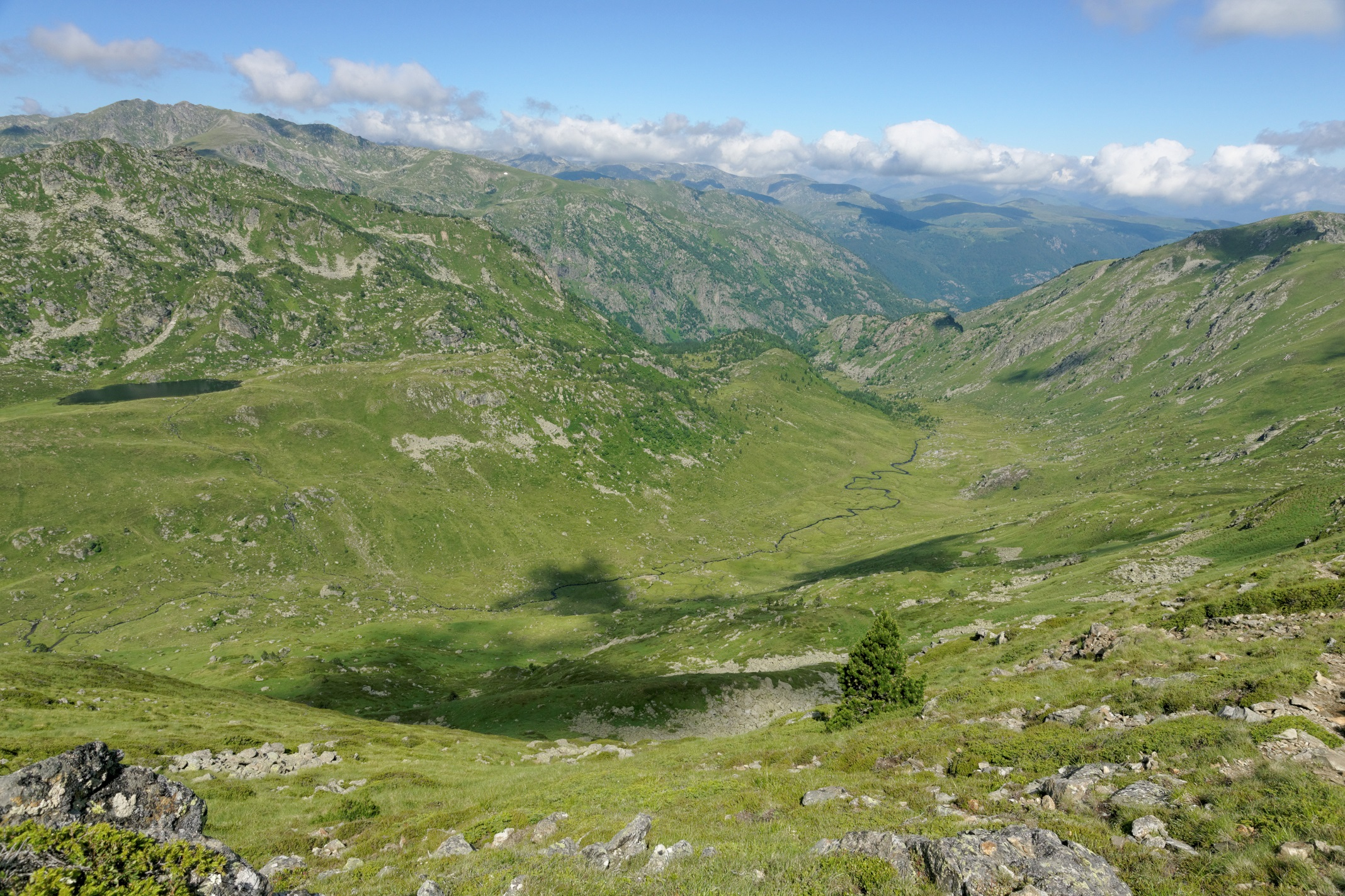 Les sommets et la vallée depuis la crête des Isards