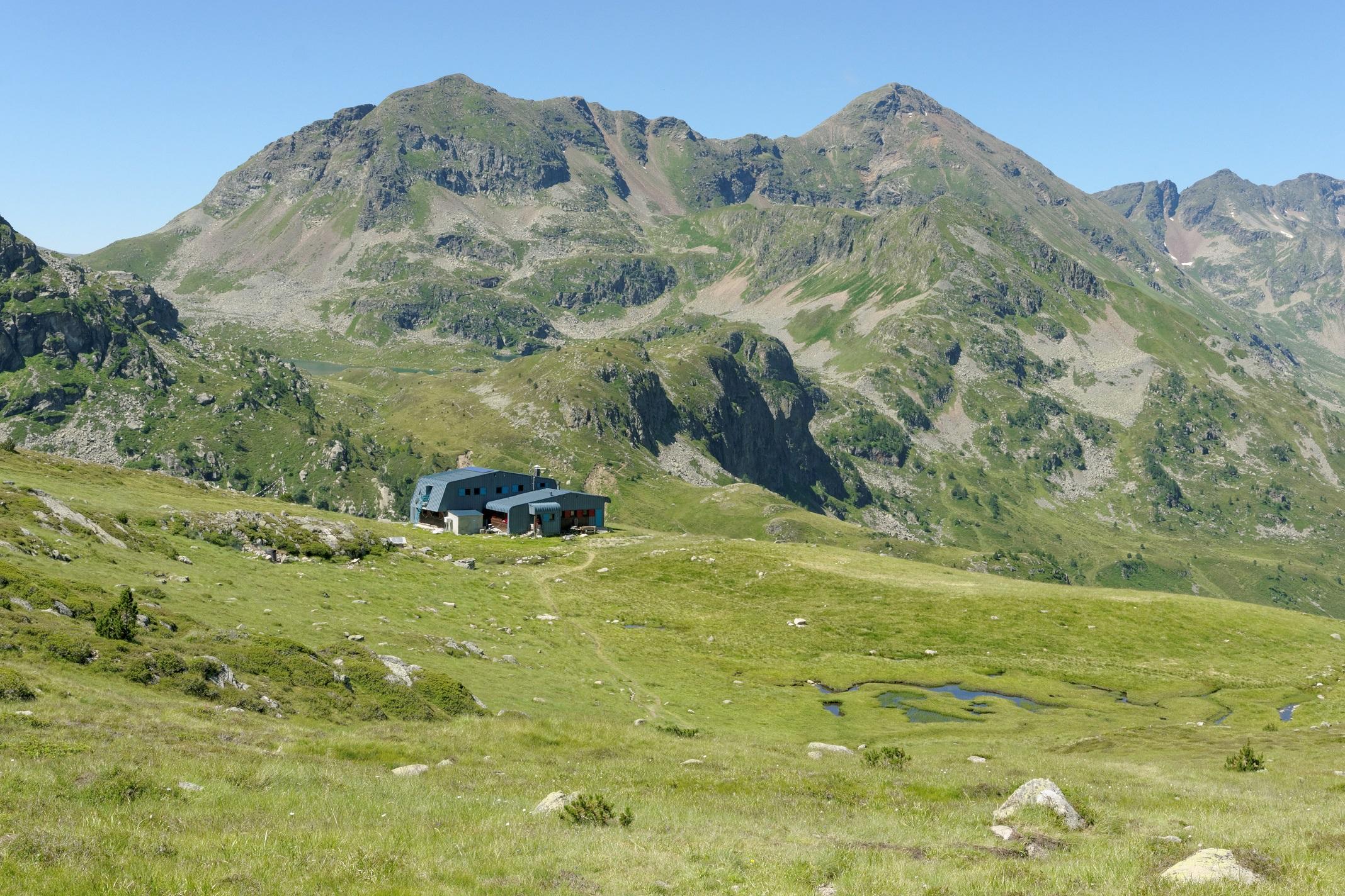 Le refuge de Ruhle dans la descente du col de Beil