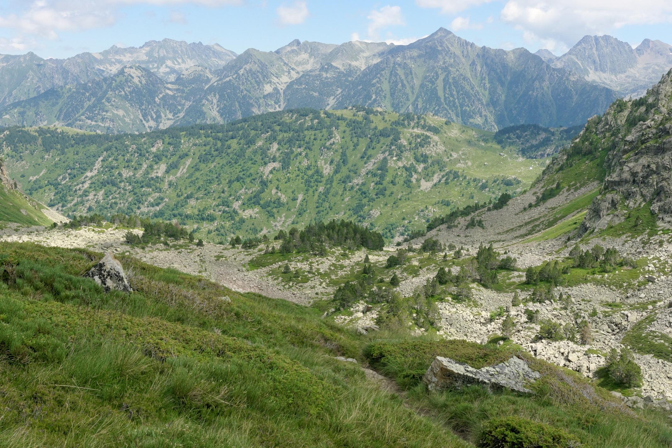 Les sommets dans la descente de la crête de la Lhasse
